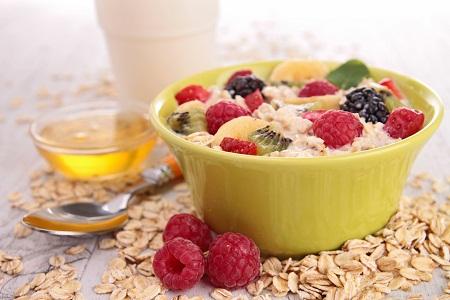 porridge and berries